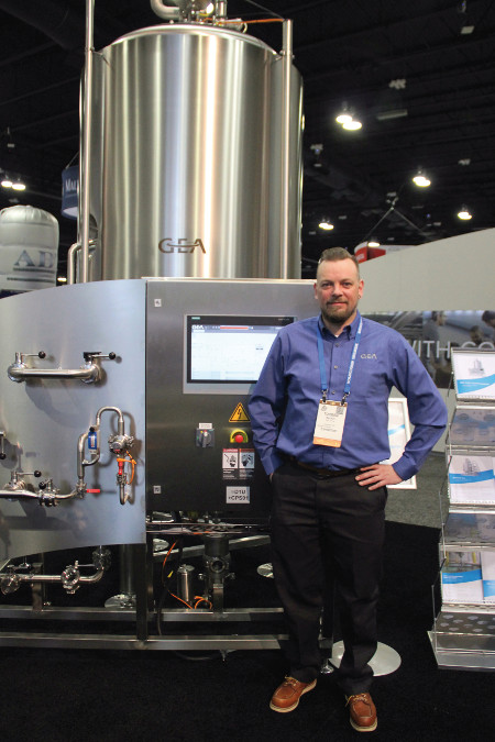 Torben Bauch vor dem Craft Yeast Propagator auf der Craft Brewer's Conference 2019 in Denver